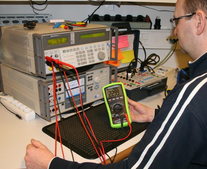 Elma BM 821 - CAT IV 1000V Multimeter with PC communication